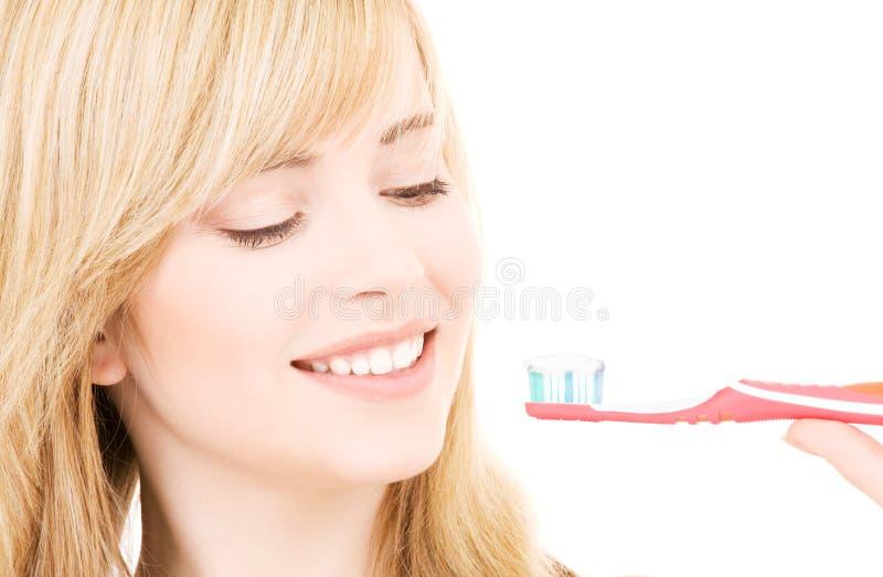 Ragazza felice con il toothbrush fotografie stock libere da diritti