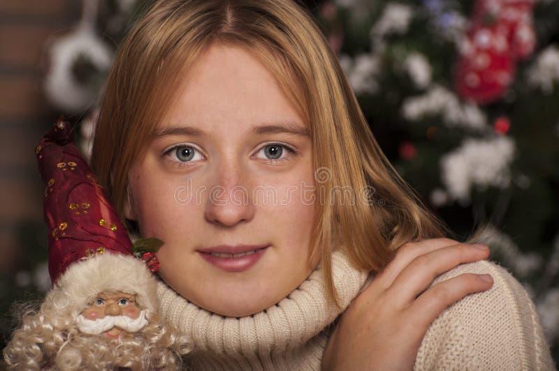 Ragazza felice con Santa Claus fotografia stock libera da diritti