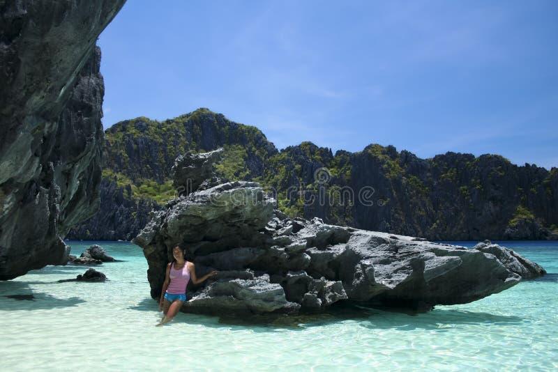 Ragazza Filippine palawan dell'acqua blu di nido di EL immagini stock libere da diritti