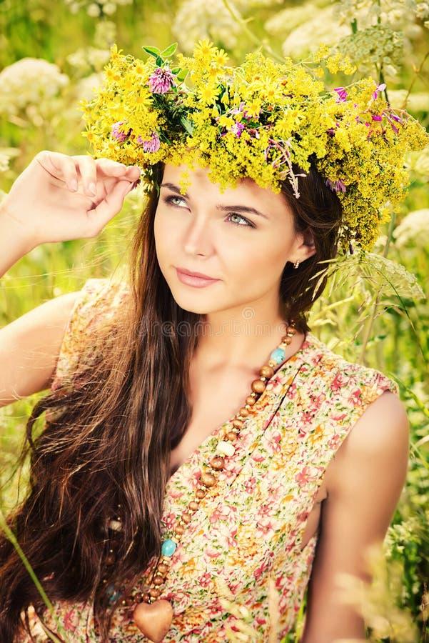 Ragazza fiorita fotografie stock