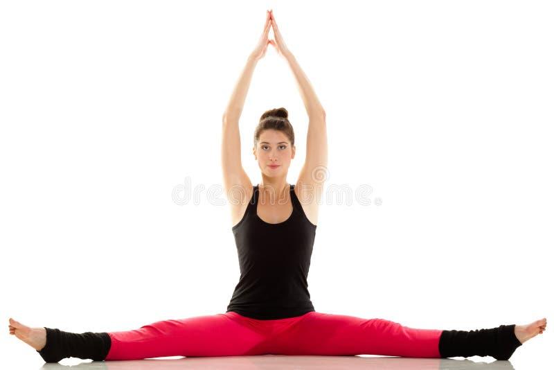Ragazza flessibile che fa allungando esercizio dei pilates fotografia stock