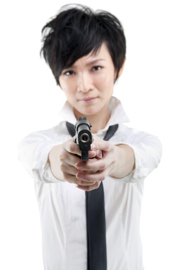 Ragazza fredda con una pistola fotografia stock libera da diritti