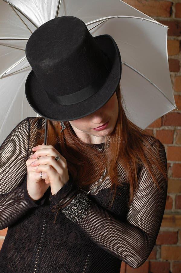 Ragazza gotica con il cappello fotografie stock libere da diritti
