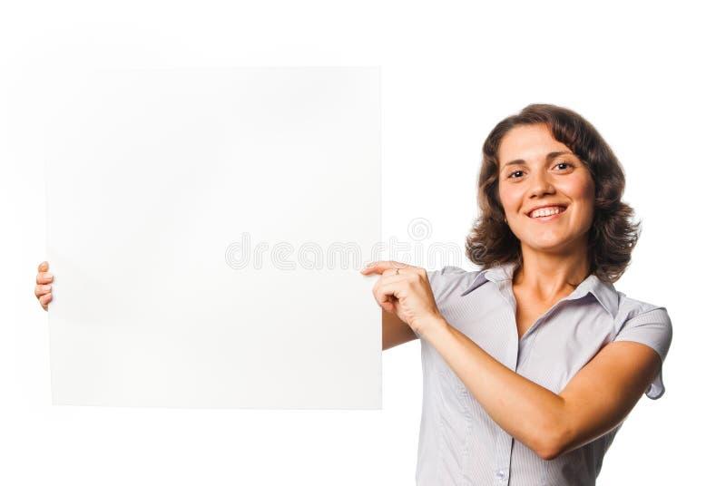 Ragazza graziosa con una scheda in bianco immagine stock