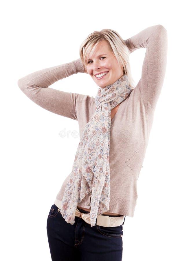 Ragazza graziosa in vestito alla moda, allegramente. fotografia stock libera da diritti