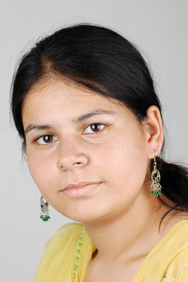 Ragazza indiana con gli orecchini fotografia stock