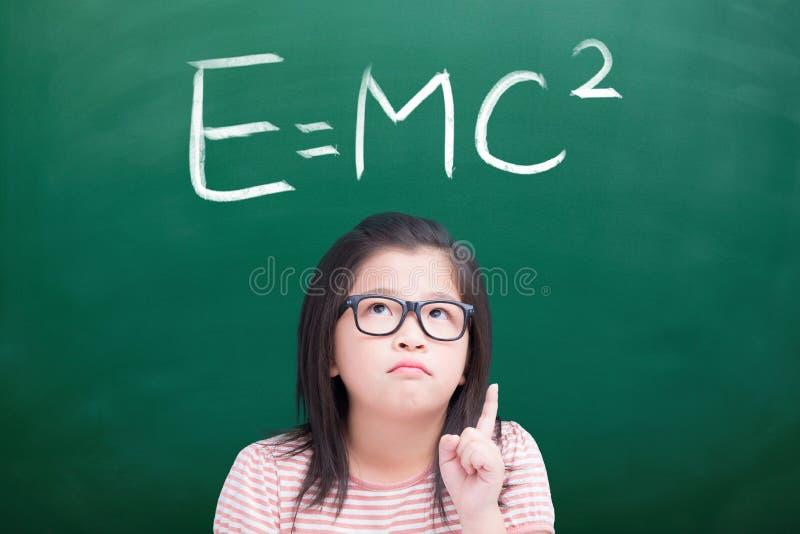 Ragazza infelice con e=mc2 fotografie stock libere da diritti