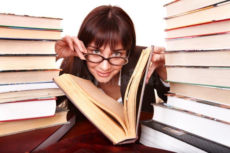 Ragazza intelligente con il libro del gruppo. immagine stock