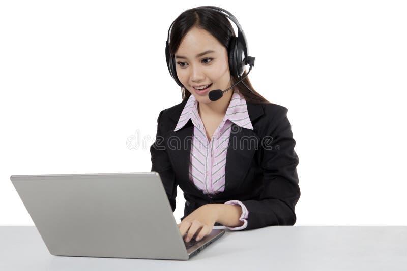 Ragazza isolata di servizio di assistenza al cliente di Sian fotografie stock