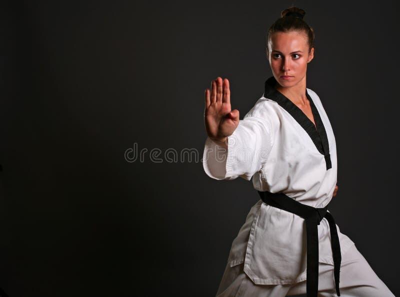 Ragazza in kimono bianco immagini stock libere da diritti