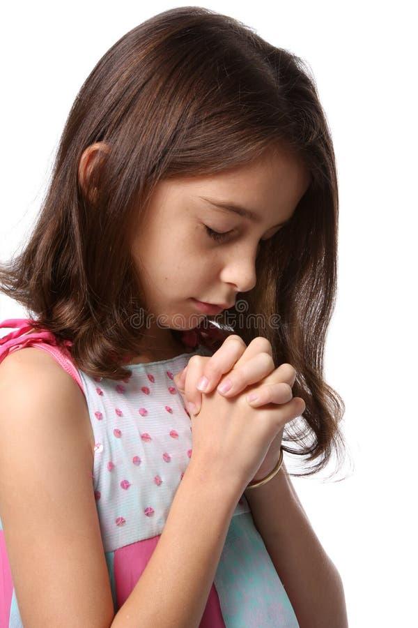Ragazza - la testa si è piegata nella preghiera fotografia stock libera da diritti
