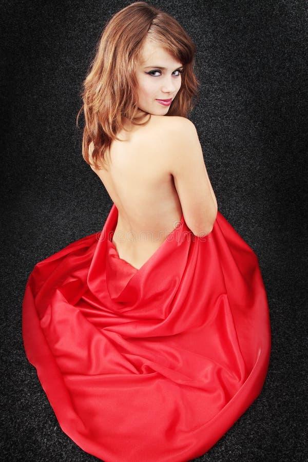 Ragazza nel colore rosso immagini stock libere da diritti