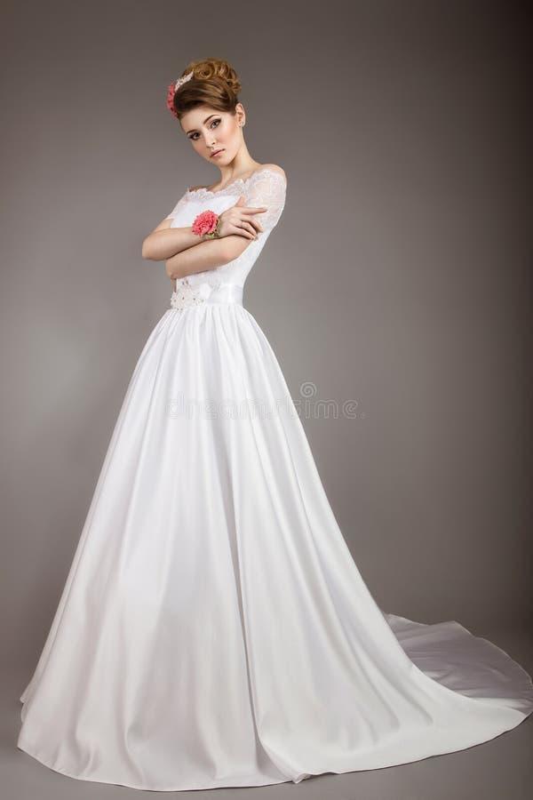 Ragazza nell'immagine della sposa immagini stock