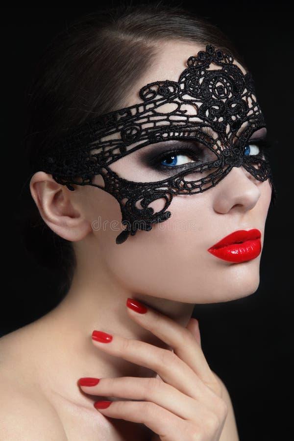 Ragazza nella maschera fotografia stock libera da diritti