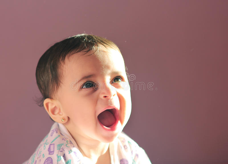 Ragazza neonata araba fotografie stock