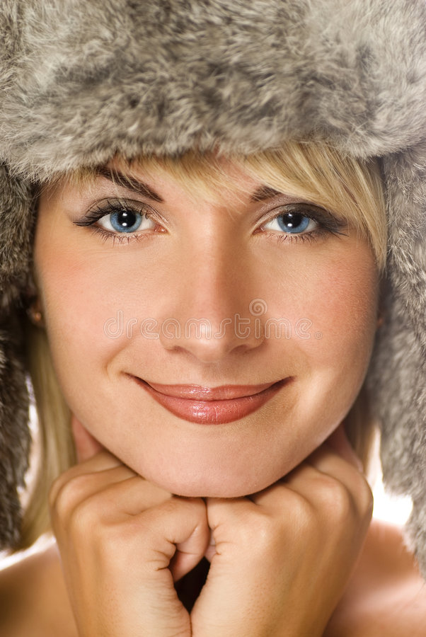 Ragazza in pelliccia-protezione di inverno fotografia stock libera da diritti