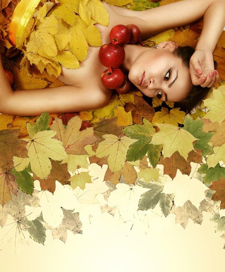 Ragazza perfetta di bellezza di autunno fotografia stock
