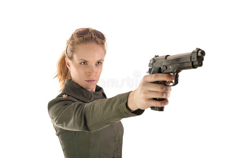 Ragazza pericolosa del soldato con la pistola immagini stock libere da diritti