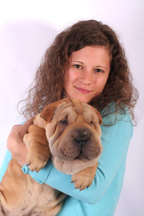 Ragazza piacevole con il cane fotografia stock