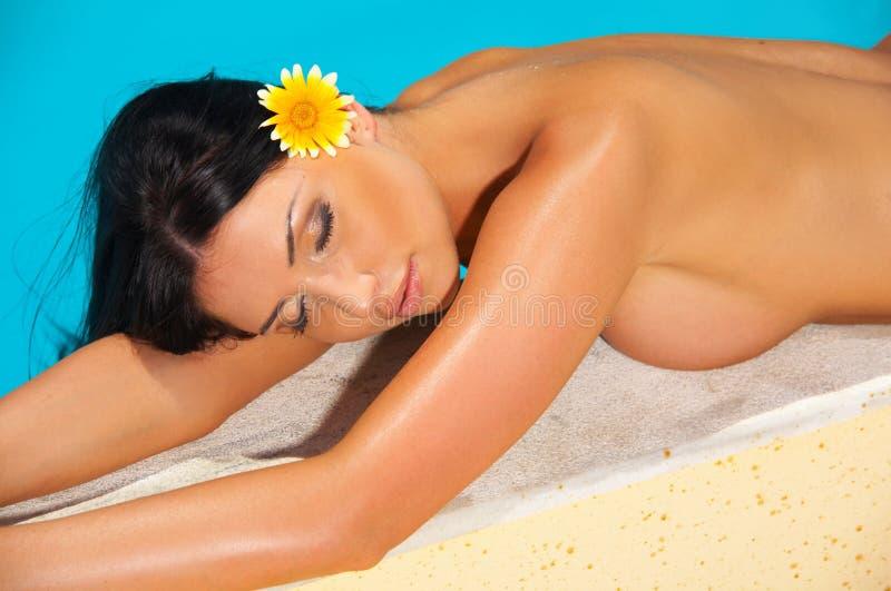 Download Ragazza piena di sole immagine stock. Immagine di corpo - 3135131