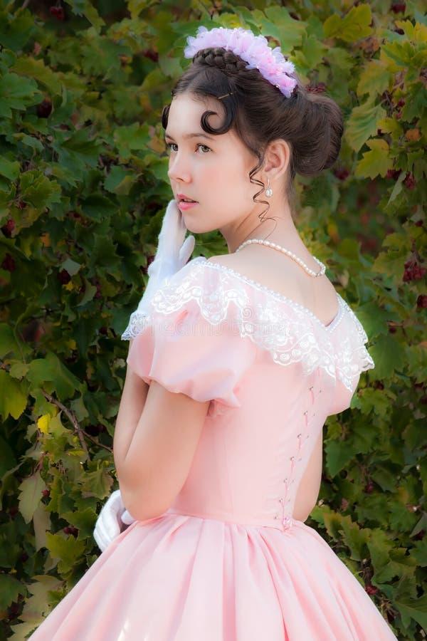 Ragazza romantica in vestito da sera fotografie stock libere da diritti