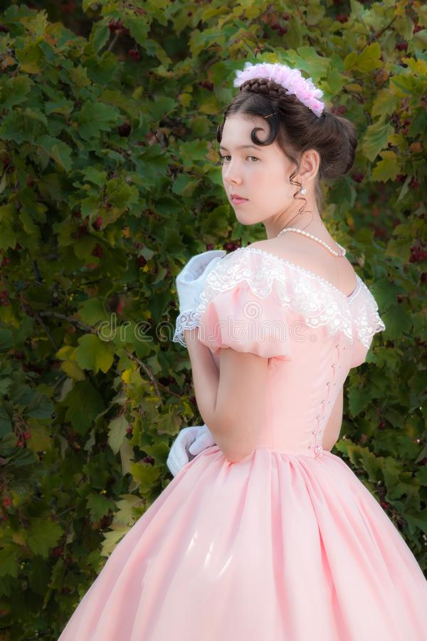 Ragazza romantica in vestito da sera fotografia stock