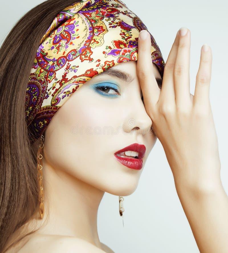 Ragazza sexy di bellezza con le labbra ed i chiodi rossi Provocatorio componga Donna di lusso con gli occhi azzurri Ritratto cast fotografia stock