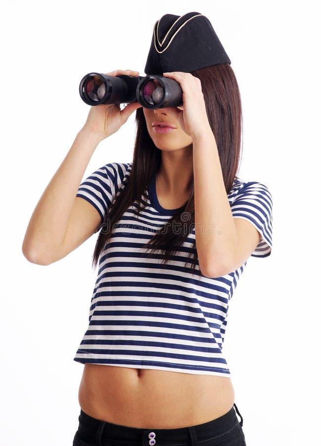 Ragazza sexy nella holding uniforme marina binoculare fotografia stock libera da diritti