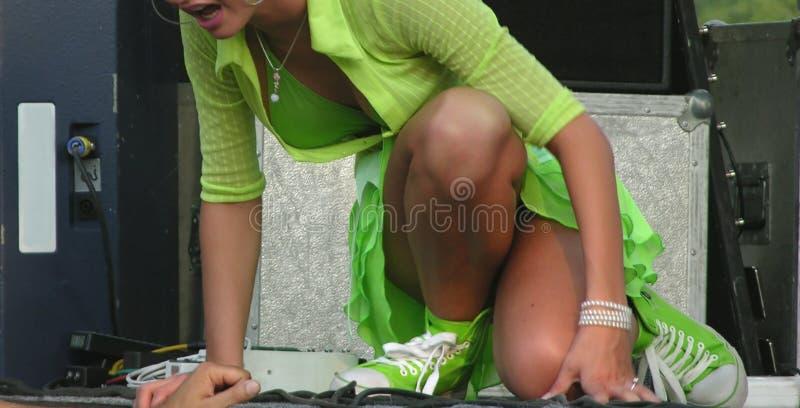 Ragazza sexy vestita nel verde immagine stock