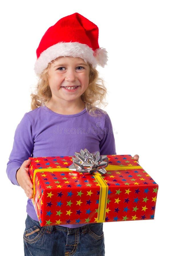 Ragazza sorridente in cappello della Santa con il contenitore di regalo immagine stock