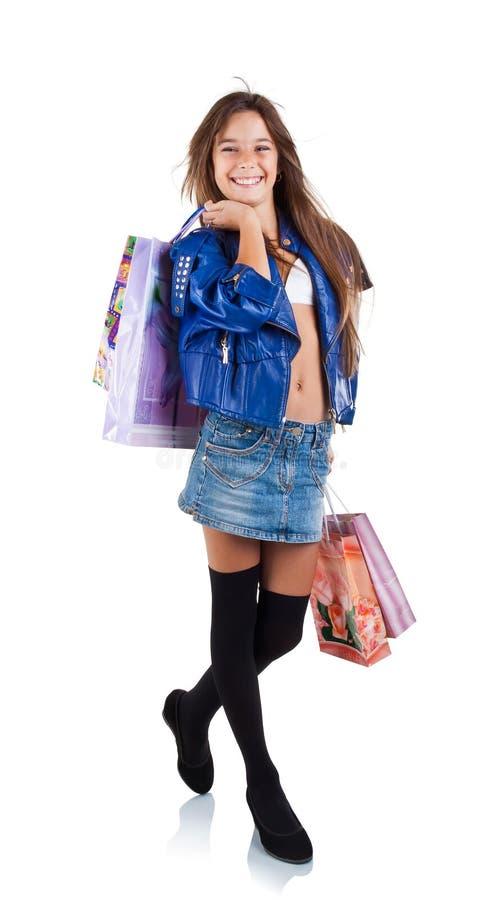 Ragazza sorridente con i sacchi di carta per acquisto immagini stock libere da diritti