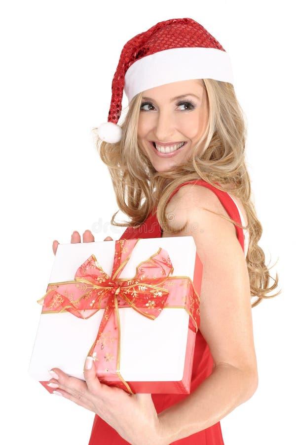 Ragazza sorridente con un regalo di natale fotografie stock