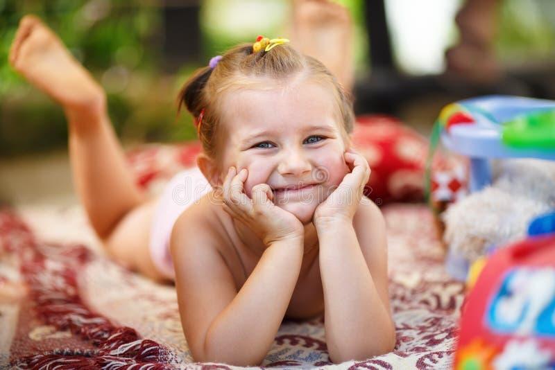 Ragazza sorridente felice immagine stock
