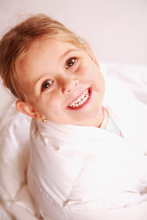 Ragazza sorridente sveglia fotografie stock