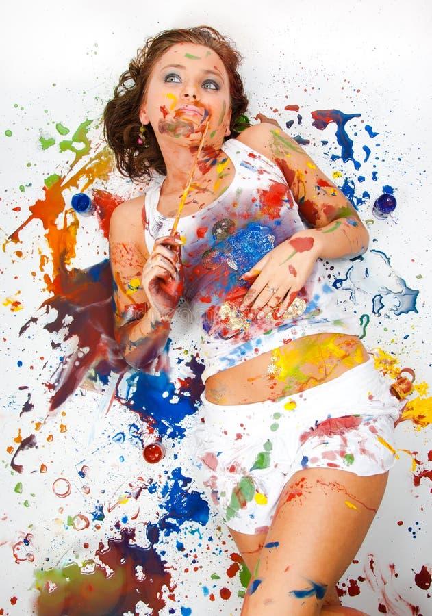 Ragazza spalmata in vernice immagini stock libere da diritti