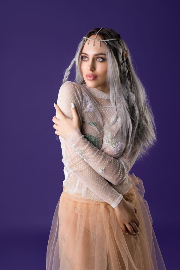 Ragazza splendida nell'immagine del colpo sexy dell'elfo fotografia stock libera da diritti
