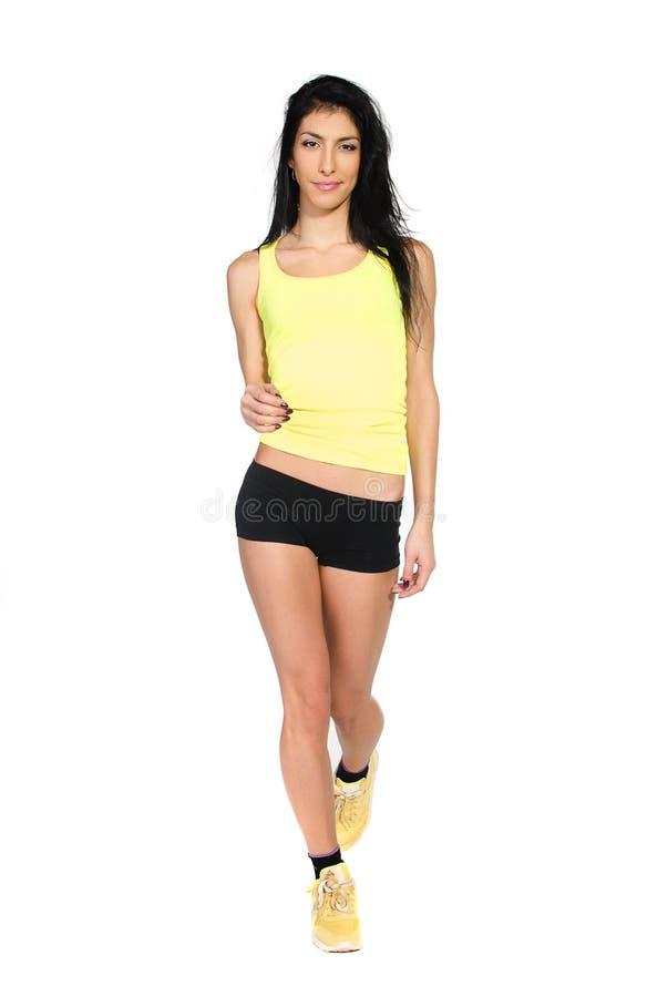 Ragazza sportiva in camicia gialla fotografie stock