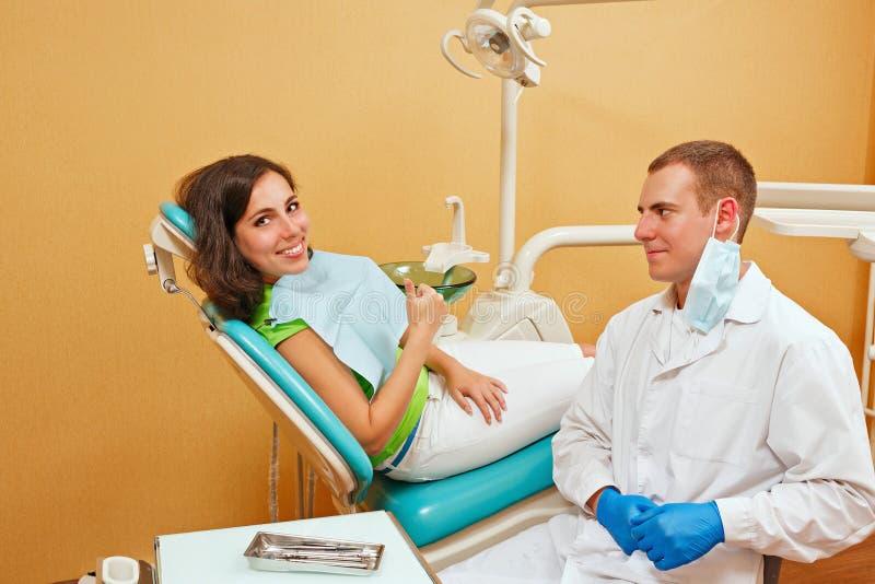 Ragazza su esame al dentista fotografia stock libera da diritti