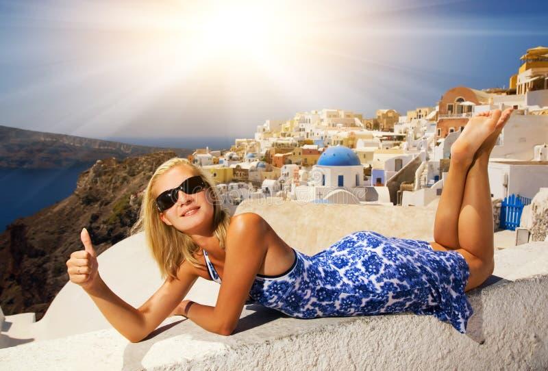 Ragazza su Santorini fotografie stock libere da diritti