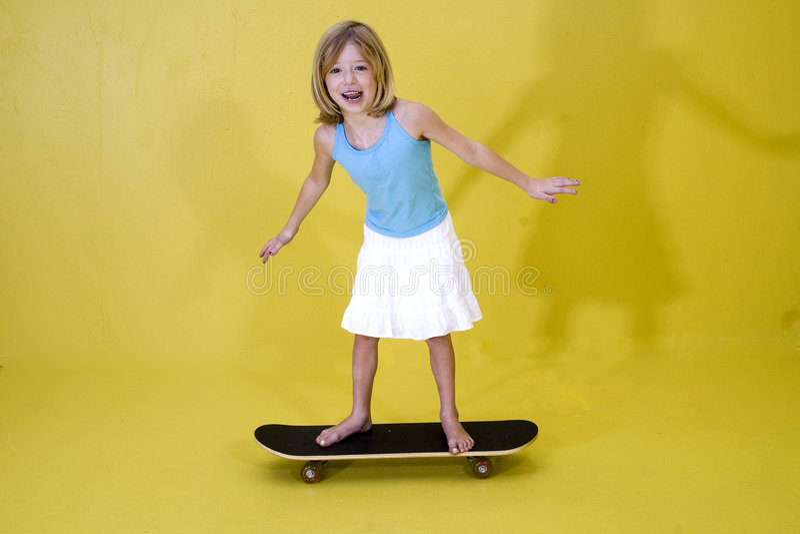 Ragazza su Skateboard2 fotografia stock