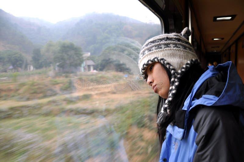 Ragazza su un treno