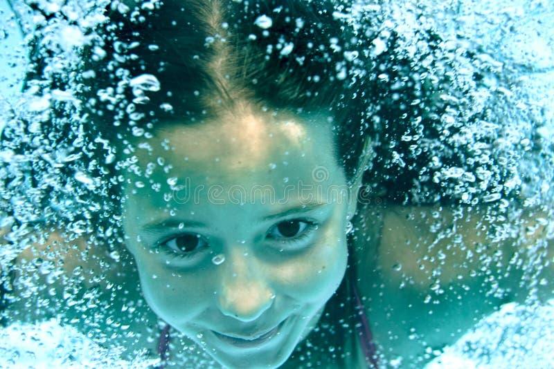 Ragazza subacquea immagine stock