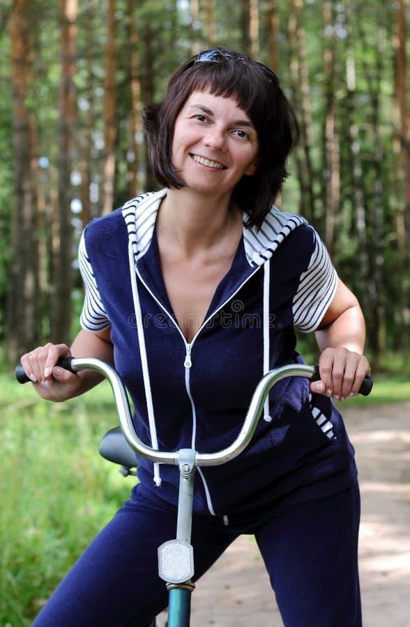 Ragazza sulla bici fotografie stock