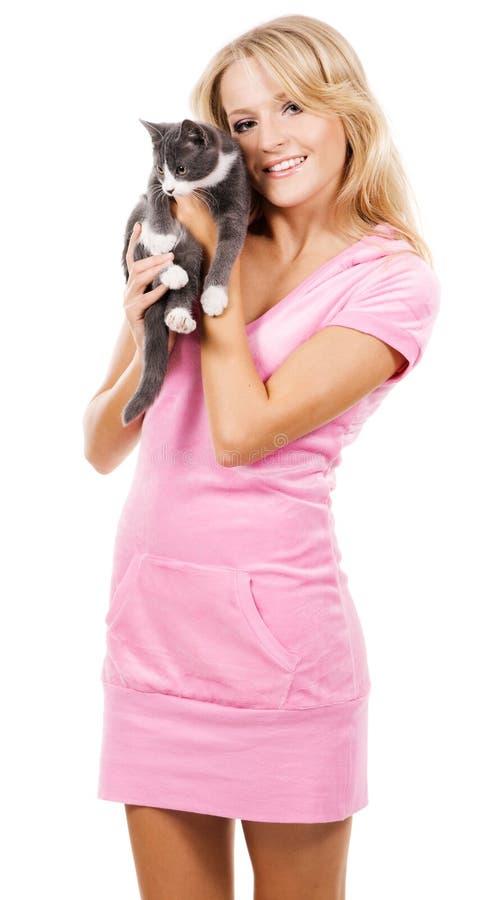 Ragazza sveglia con un gattino fotografia stock