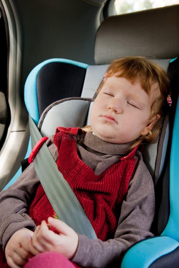ragazza sveglia dell'automobile piccolo fotografie stock