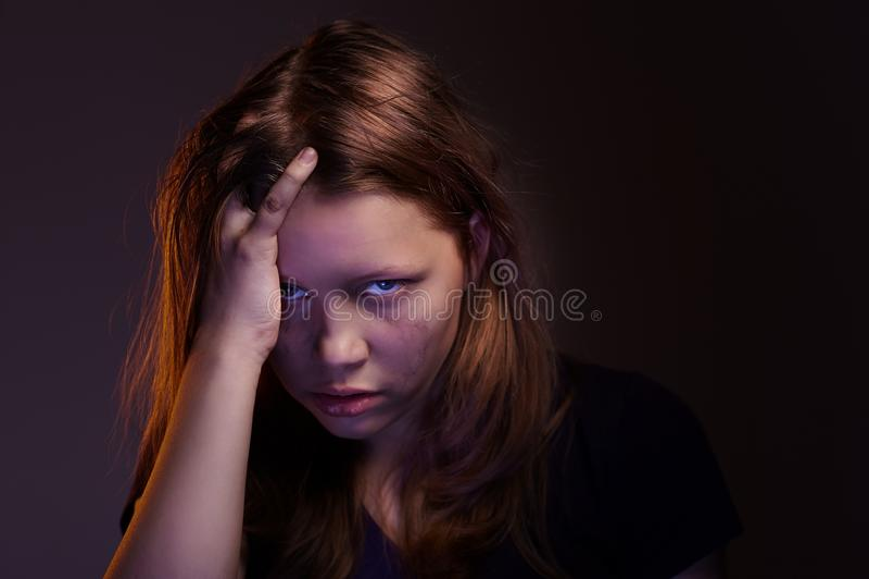 Ragazza teenager arrabbiata immagine stock