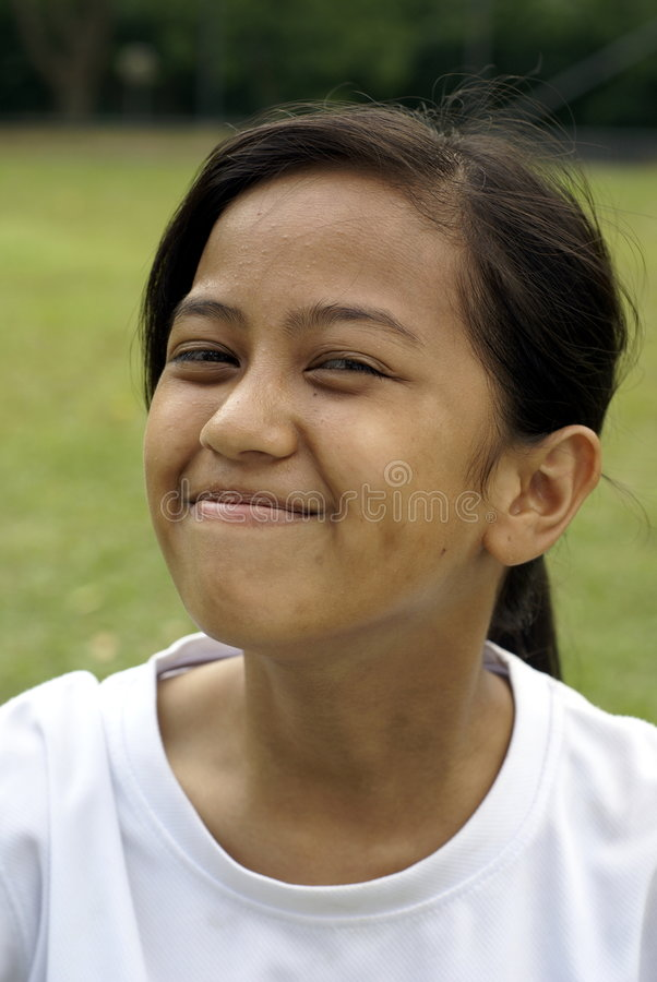 Ragazza teenager asiatica felice fotografie stock libere da diritti