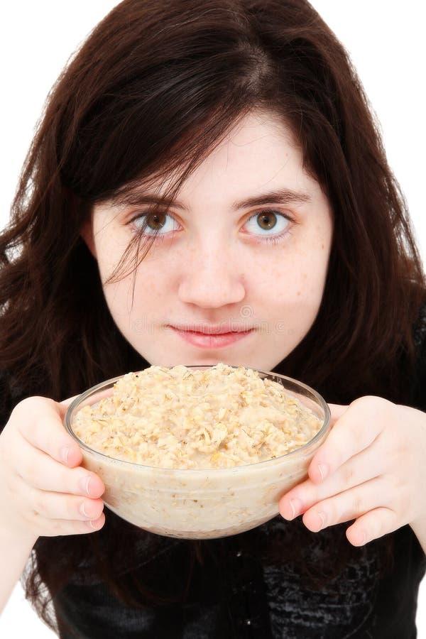 Ragazza teenager con la farina d'avena immagine stock libera da diritti