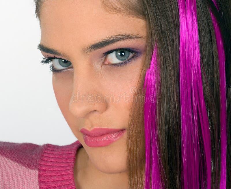 Ragazza teenager nel colore rosa fotografia stock libera da diritti