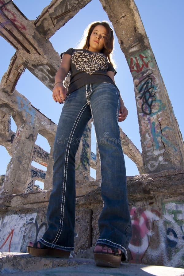 Ragazza Teenager In Rovine Urbane Fotografia Stock Libera da Diritti